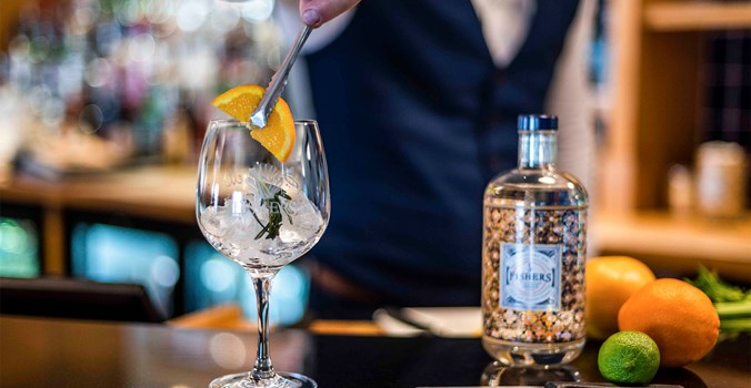 The Brudenell Hotel, Aldeburgh - bar - gin and tonic - fever-tree tonic - Fishers gin